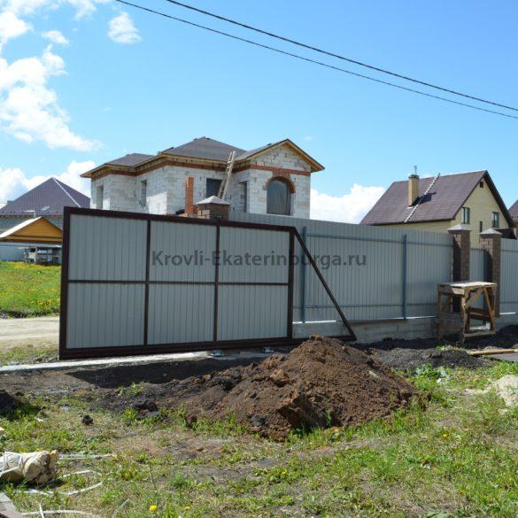 Забор и откатные ворота в пос. Шато
