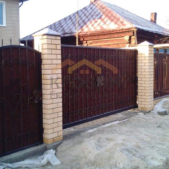 Откатные ворота и калитка с элементами ковки